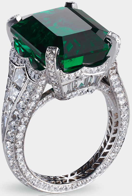 Fabergé Solyanka emerald ring. Centered by a 13.73 carat emerald and featuring 14 baguette diamonds and 251 round diamonds totalling 5.62 carats. Via Diamonds in the Library.