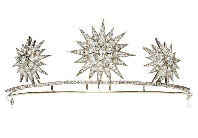 An antique diamond starburst tiara, circa 1890. The starbursts detach and may be worn separately as brooches. Via Diamonds in the Library.