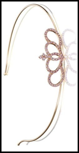 Rose gold and pink diamond headband featuring 18 karat pink gold and pavé-set with 4.5 carats of brilliant-cut pink diamonds. Via Diamonds in the Library.