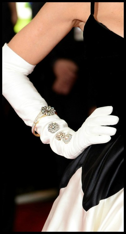 Sarah Jessica Parker's antique Fred Leighton bracelet and brooches with diamonds, pearls, and enamel at the 2014 Met Gala.