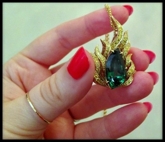 Yellow gold and emerald pendant necklace by Omi Privé.