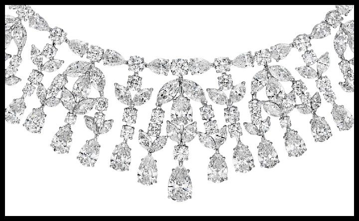A magnificent diamond necklace; zoom view