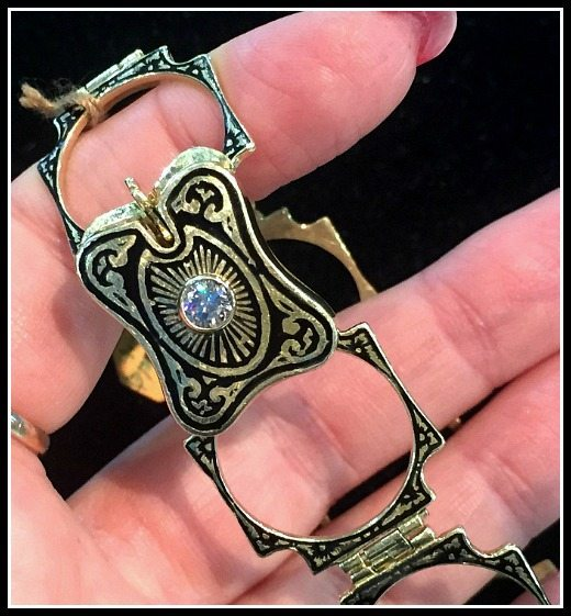 A rare and beautiful antique Victorian convertible ring bracelet in gold.