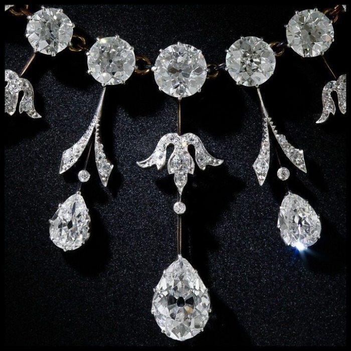 Fringe detail view of a glorious 35 carat antique Edwardian diamond necklace at Lang Antiques. Circa 1900.
