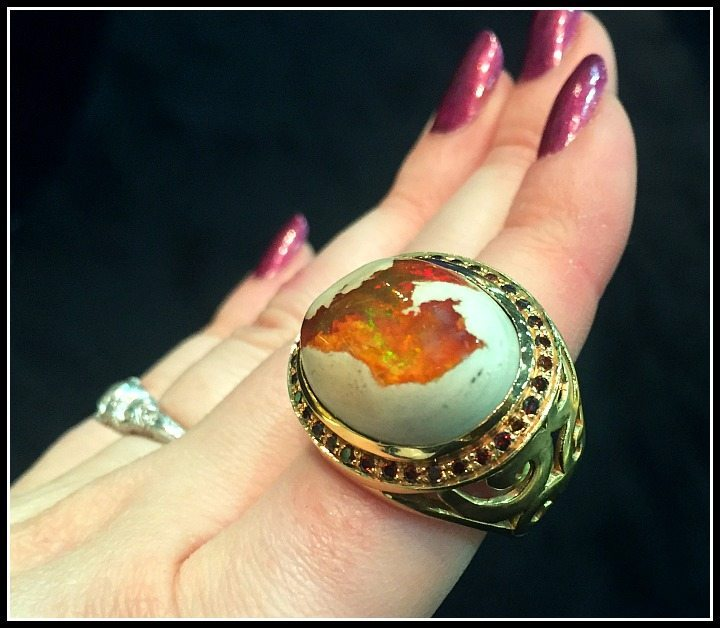 Fire opal ring in gold by Vicente Agor
