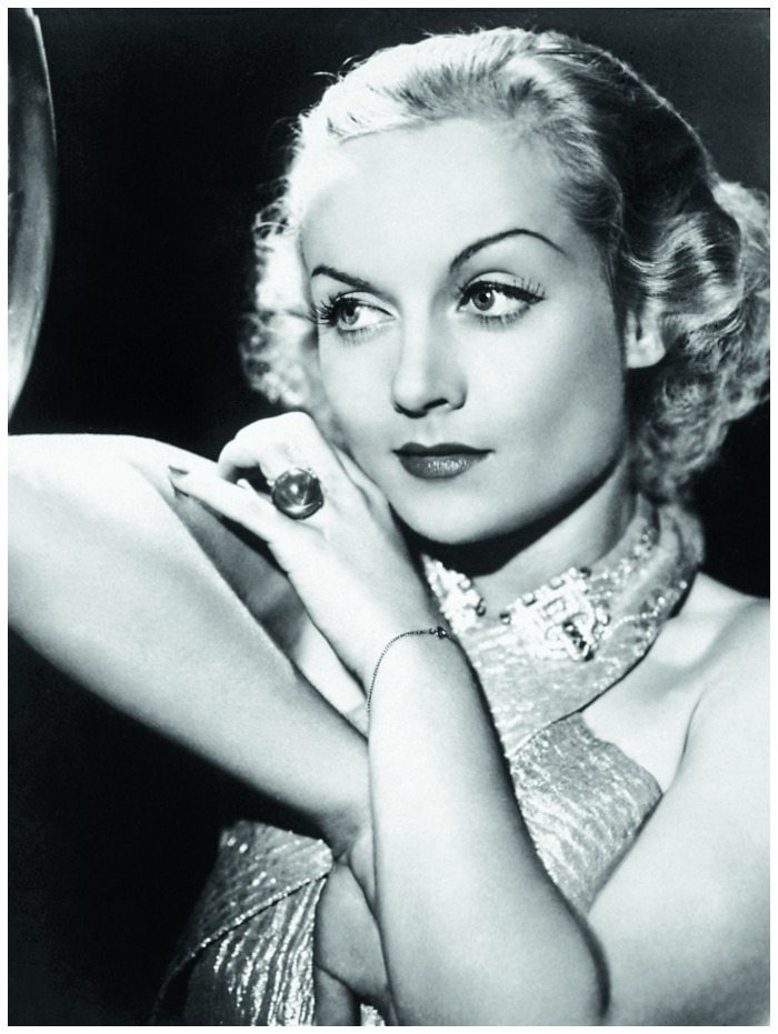 Carole Lombard wearing the megawatt star sapphire ring given to her by her then husband William Powell in 1931.