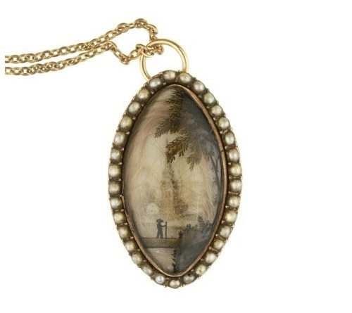 Georgian mourning pendant, late 18th. 12k rose gold, Essex crystal, uncultured seed pearls, hair, pinchbeck chain century to early 19th century.