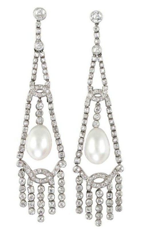 Important Art Deco pearl and diamond earrings, circa 1920.