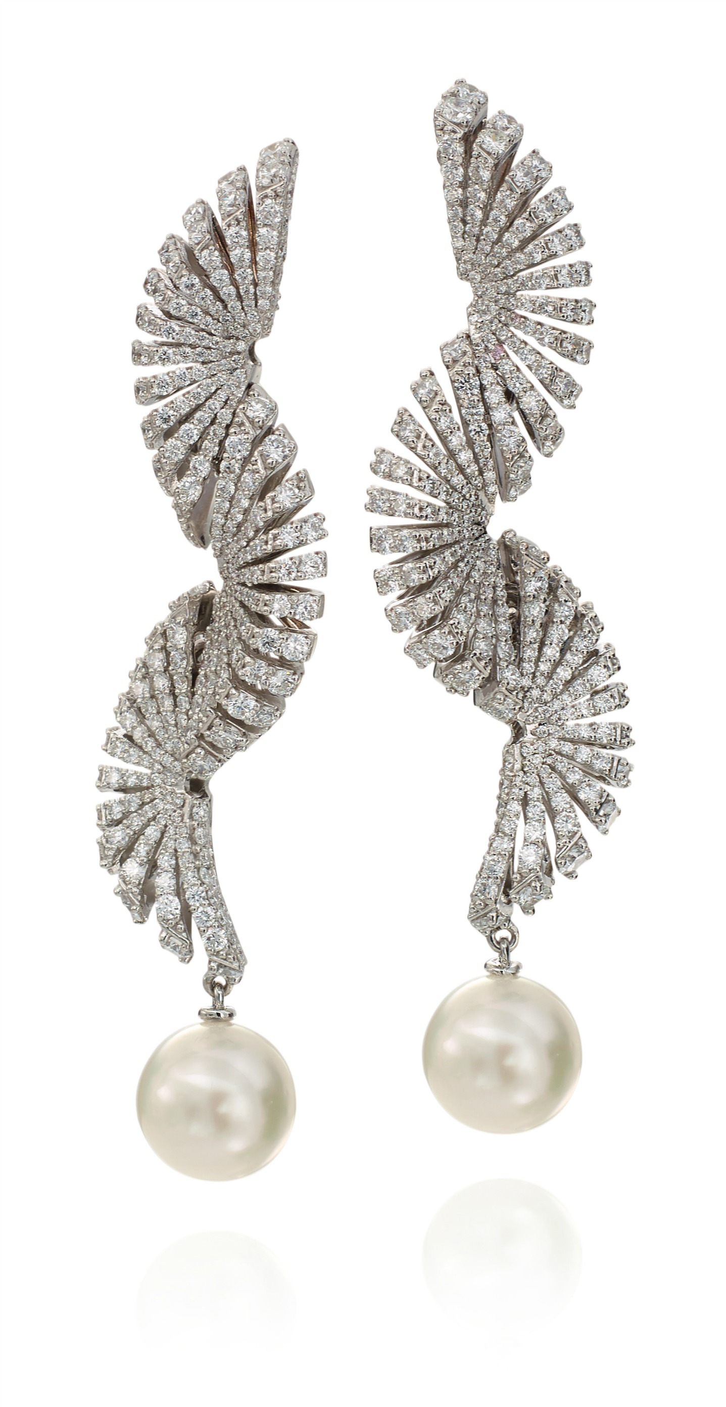 Miseno Ventaglio Diamond and Pearl Earrings - 6.71cts white diamonds and 4.57cts pearls set in 18K white gold.