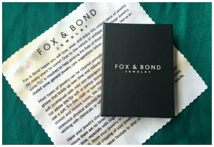 Chic, luxe packaging from Fox and Bond. This is what your Fox and Bond mini would arrive in.