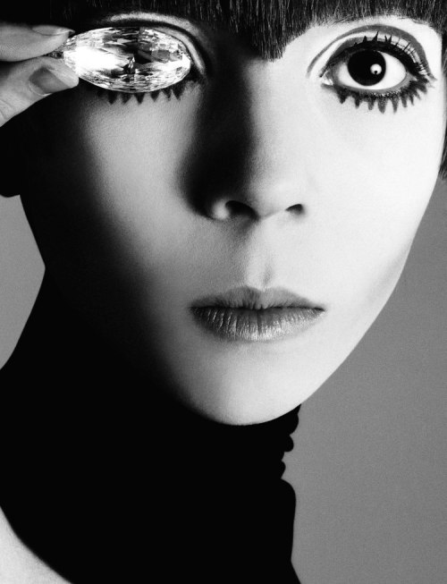 Penelope Tree with the Briolette of India in a 1967 photograph by Richard Avedon.