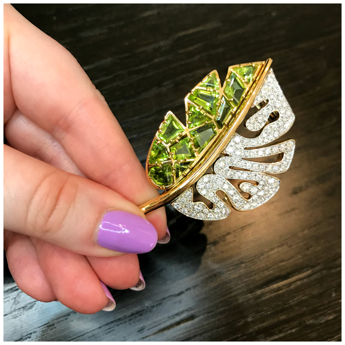 I love the design of this leaf brooch by Carlo Barberis. Peridot with diamonds!