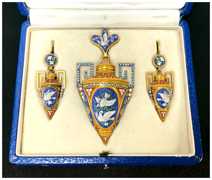 An incredible micromosaic jewelry set from Joden. Utterly stunning antique masterpieces.