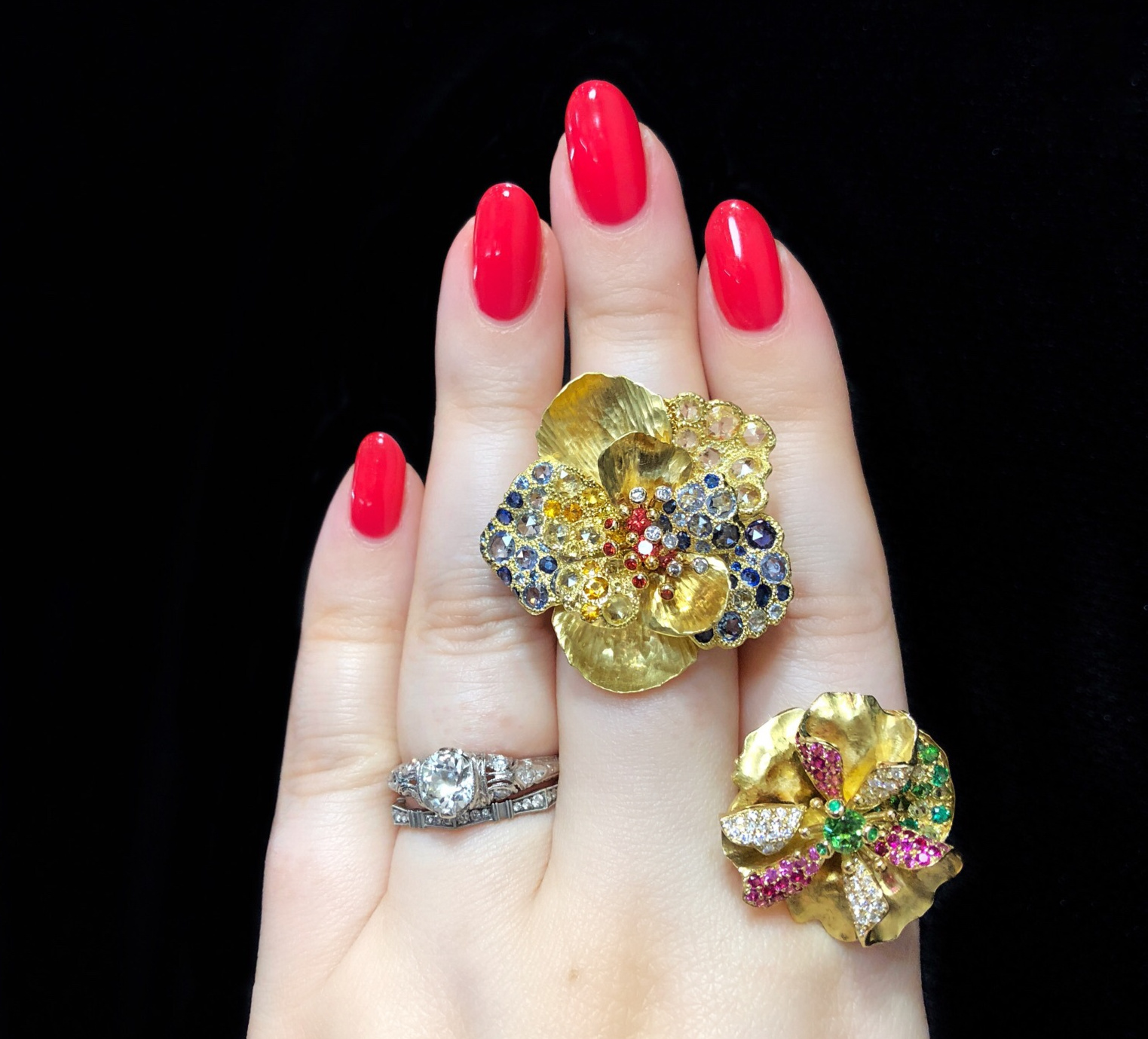 Lovely flower rings by Vendorafa! Yellow gold with gemstones and diamonds.
