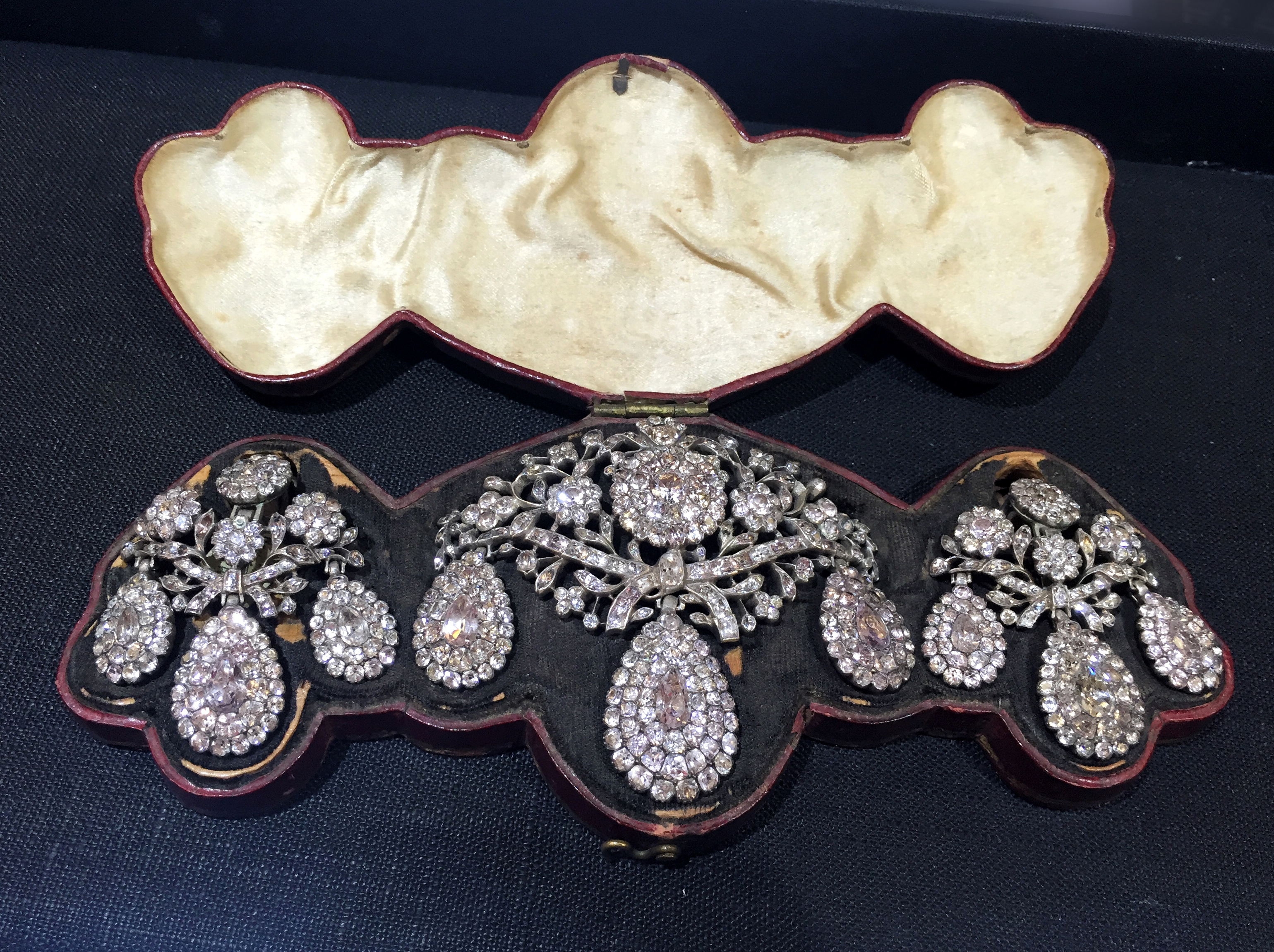 An exquisite and rare rock crystal and topaz girandole set frm Portugal, circa 1760. Spotted at Bell and Bird.