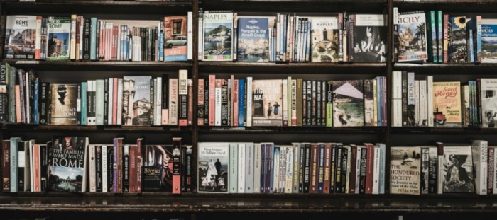 What I'm reading. Bookshelf photo by Ugur Akdemir on Unsplash