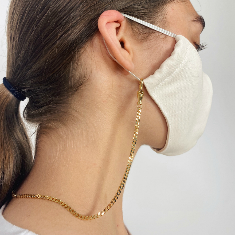 The Lady Grey mask chain in acion! A perfect and chic way to hang onto your face mask.