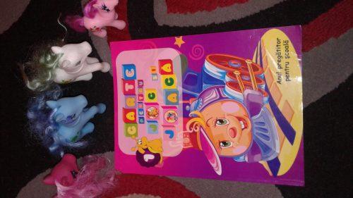 Carte pentru joc și joacă, un material educativ care atrage copilașii!