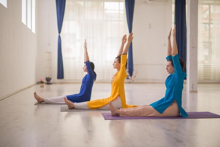 5 motive pentru care yoga este mai eficientă decât sportul