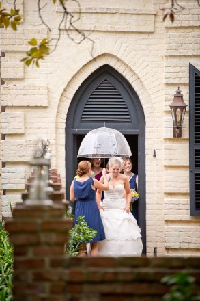 bride under umbrella at william aiken house