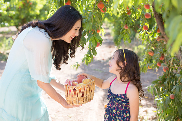 schnepf-farms-peach-orchard-fruit-shoot-picking-diana-elizabeth-photography-004