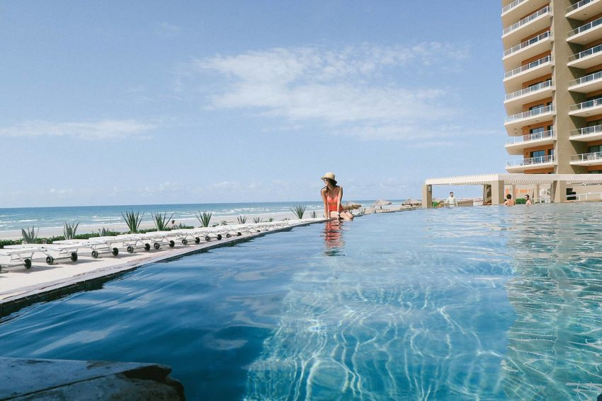 Lifestyle blogger Diana Elizabeth in Puerto Penasco Rocky Point Mexico in infinity pool at las palomas