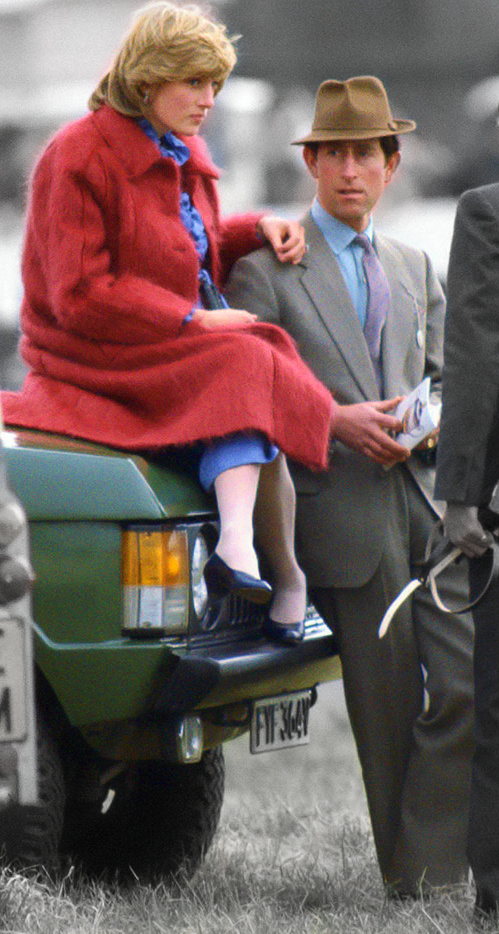 LIVERPOOL, UNITED KINGDOM - APRIL 01: Princess Diana At The Grand National Racecourse In Aintree Resting On A Range Rover Car And Prince Charles While Pregnant With Her First Baby (Photo by Tim Graham/Getty Images)