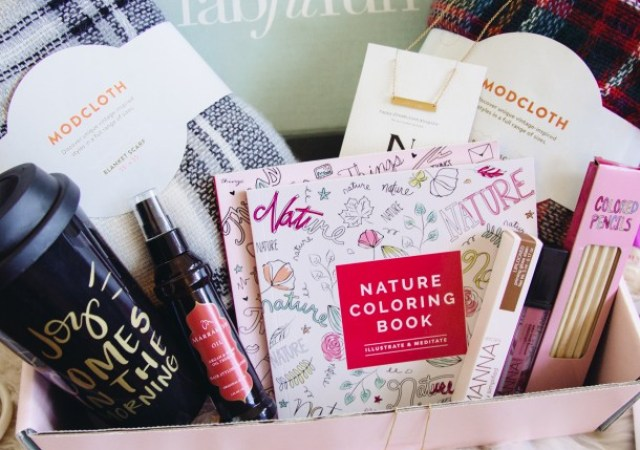 I was so excited to get my Editor's Box from FabFitFun in the mail yesterday. This is my first impression of what I think about this subscription box!