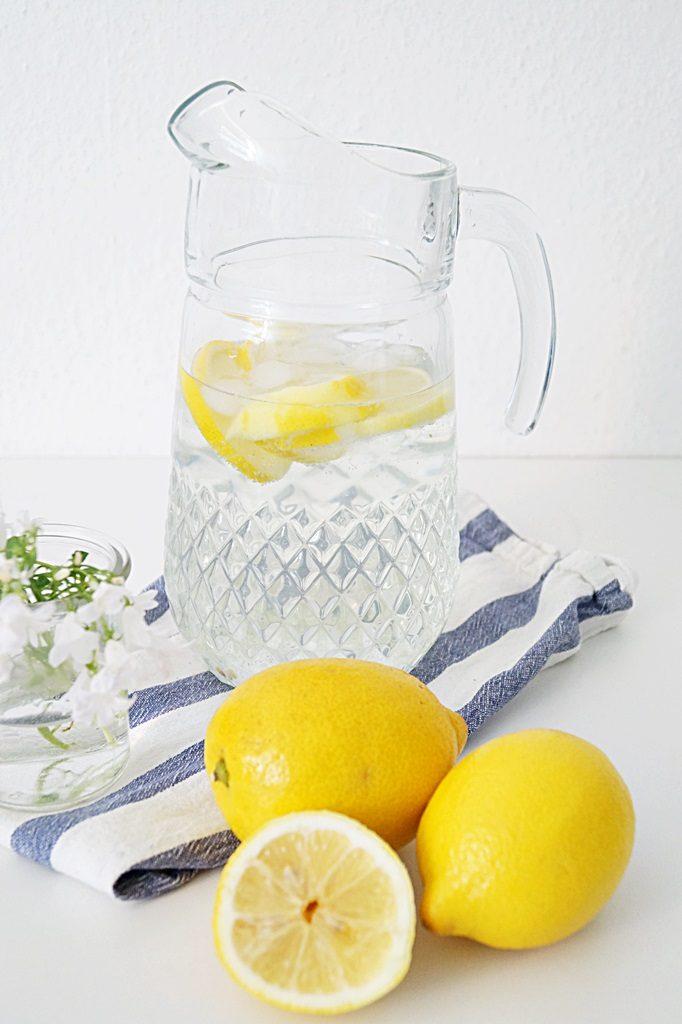 Selbstgemachte Zitronen Limonade