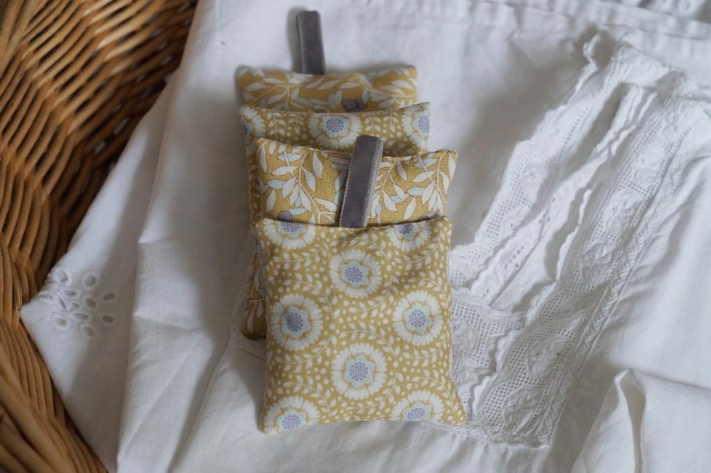 Selbstgemachte Lavendel Duftkissen und Säckchen