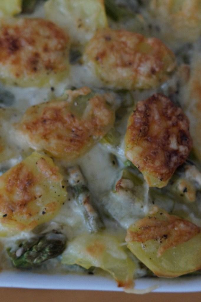 Saisonales Rezept grüner Spargel Kartoffel Auflauf