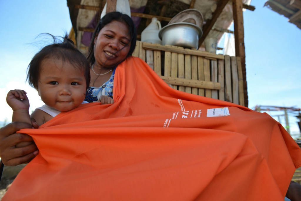 giving-tuesday-blankets-philippines-1