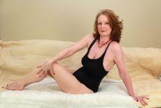 woman_posing_bathing_suit