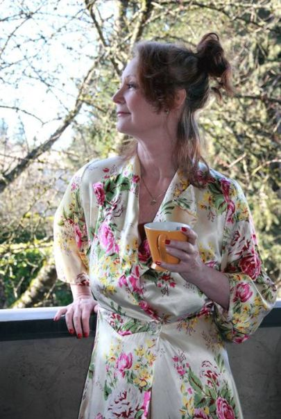 woman_posing_dressing_gown_coffee