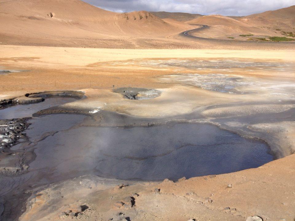 sulfuric mud pots