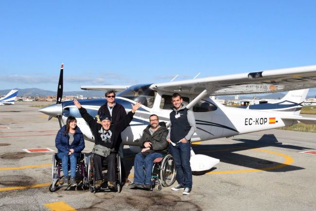 Jornada de vol adaptat per a persones amb tot tipus de discapacitat a l'aeroport de Lleida