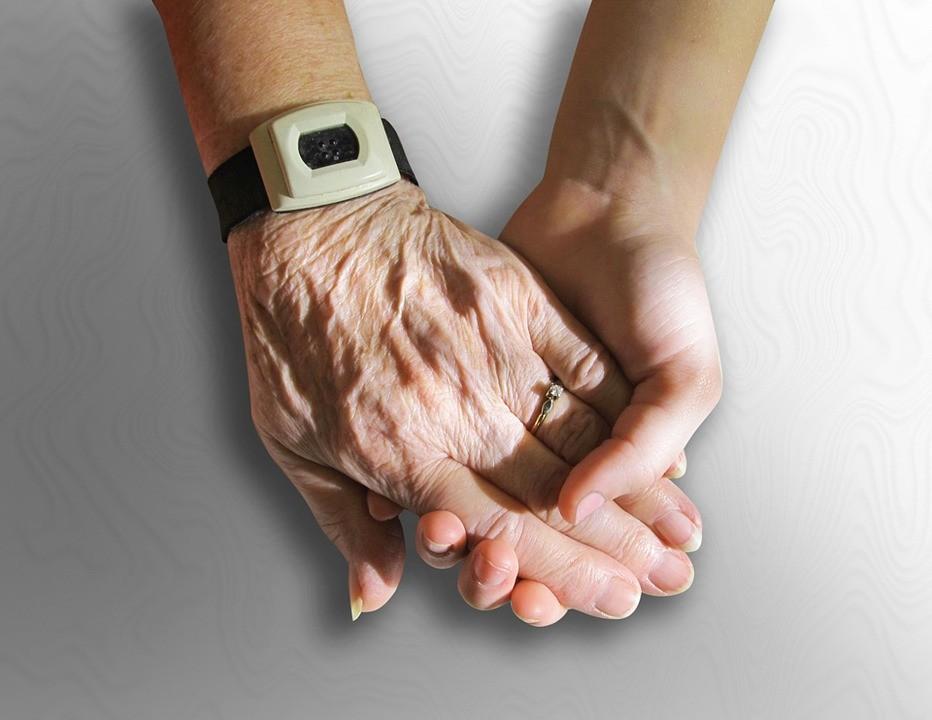 Els cuidadors no professionals de persones amb dependència poden sol·licitar l'alta en el conveni especial
