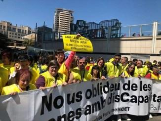 milers-persones-manifestació-defensa-drets-persones-discapacitat-intel·lectual