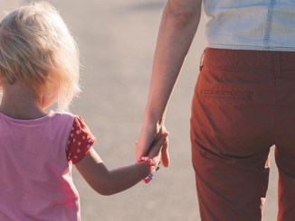 famílies-monoparentals-fill-discapacitat-permís
