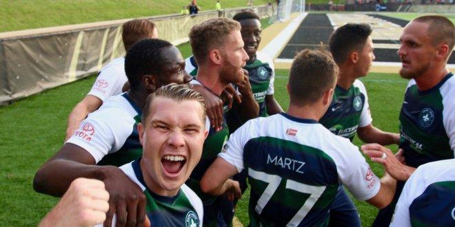 Jugadores del St. Louis F.C. celebran su victoria contra Chicago Fire en el US Open Cup
