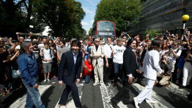 """Multitudes se reúnen para celebrar los 50 años de foto de portada """"Abbey Road"""" 10"""