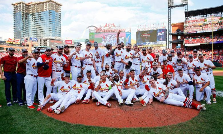 Photo of Cardenales aseguran su paso a la postemporada con rotunda victoria contra Cachorros de Chicago