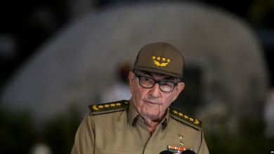 Photo of Estados Unidos prohíbe futuros ingresos a Raúl Castro