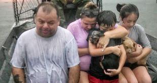 Más de mil rescates y desalojos en Texas por tormenta Imelda 5