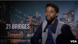 El actor Chadwick Boseman durante la entrevista con la Voz de América