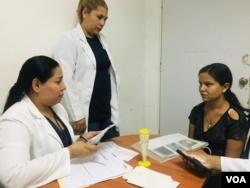 La madre adolescente en Venezuela batalla con la crisis y la necesidad 2