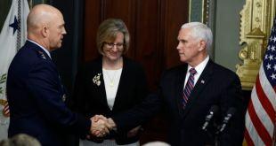 EEUU: Jefe de operaciones espaciales presta juramento 3
