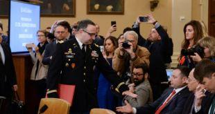 Destituyen a militar que testificó contra Trump en juicio político 3
