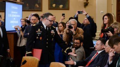 Destituyen a militar que testificó contra Trump en juicio político 2
