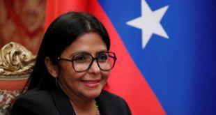 Oposición española pide investigar la escala de la vicepresidente de Venezuela en Madrid 1